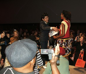 Special guest Mondo Guerra congratulates the winner of the fashion show: Maddie Duke