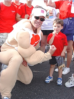 Jeff Selberg, Chair of the Heart Walk, inspired a Coloradoan youngster to show his muscle!