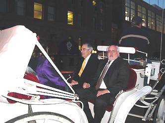 Pulitzer Prize winning author David Halberstam moves in style from the Denver Press Club to the Hyatt Regency.
