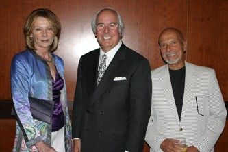Mary Rossick Kern and Jerry Kern stand on either side of Frank Abagnale