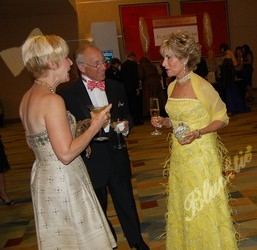 Pam and Dr. John Grossman chat with Arlene Hirschfeld
