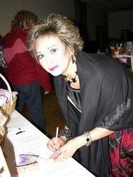 Consuelo Holliday signing up for silent auction item