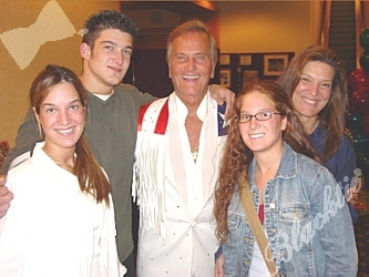 Legendary singer Pat Boone with his daughter Laury Boone Browning, right, and grandchildren Rachel, left, Michael and Sara Browning
