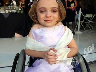 Kalyn Heffernan looked lovely in lavendar. The 14-year-old is one of Make A Wishes' stars.